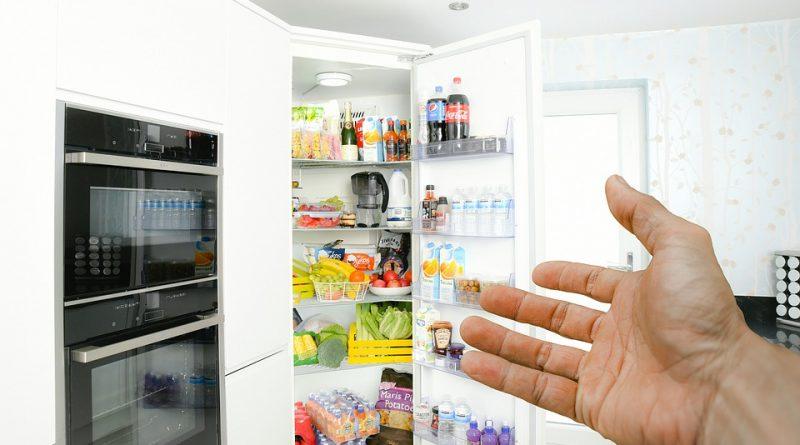 Potraviny v lednici. Kam všechny uložit tak, aby vydržely co nejdéle?